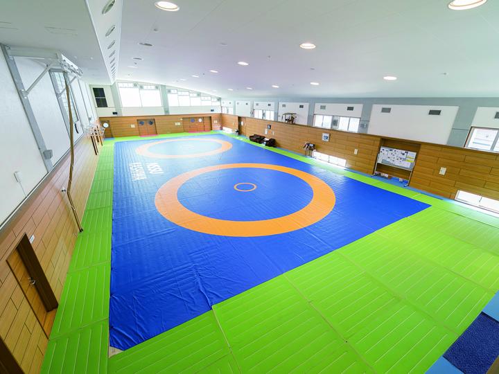 全国制覇を果たした本校のレスリング部はここで練習しています。
