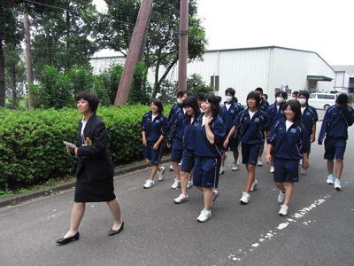 日体大見学 卒業生がキャンパスを案内(21.9)